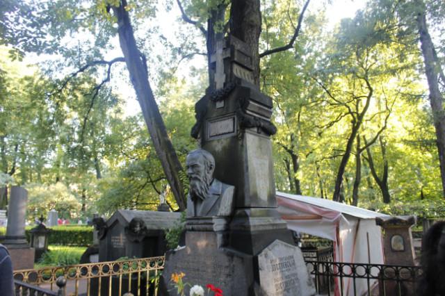 도스토예스키의 무덤.JPG