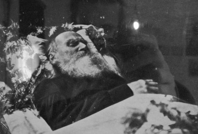 Leo_Tolstoy_in_statu_mortis.jpg